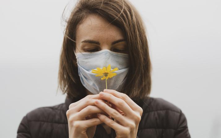 Koronavirüs rüzgarlı havada da bulaşıyor! Sokakta da maske takın