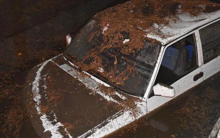 Yağmur ve sel Antalya'da tarım arazilerini Kırşehir'de arıları vurdu