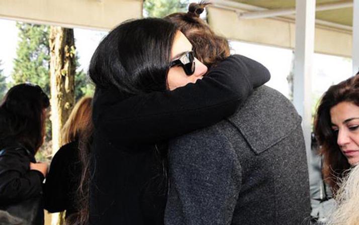 İdil Fırat'ın acı günü eski sevgiliye sarılarak hüngür hüngür ağladı
