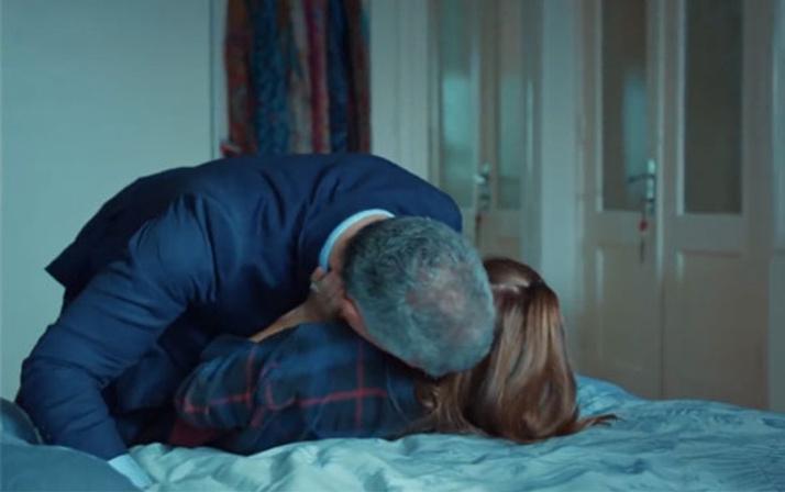 İstanbullu Gelin'de Süreyya ile Faruk'un yatak sahnesi Esma'ya fena yakalandılar