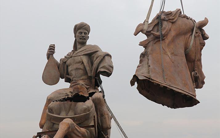 Türkiye'nin en büyük heykelinin montajına başladı