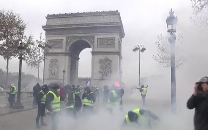 Fransa'da eylem çağrısı yapıldı asker sokağa iniyor