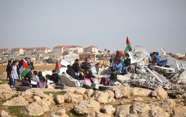 İsrail askerleri Filistinlilere ait okulu yıktı! Öğrenciler...