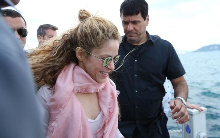 Shakira konser öncesi Boğaz turu yaptı