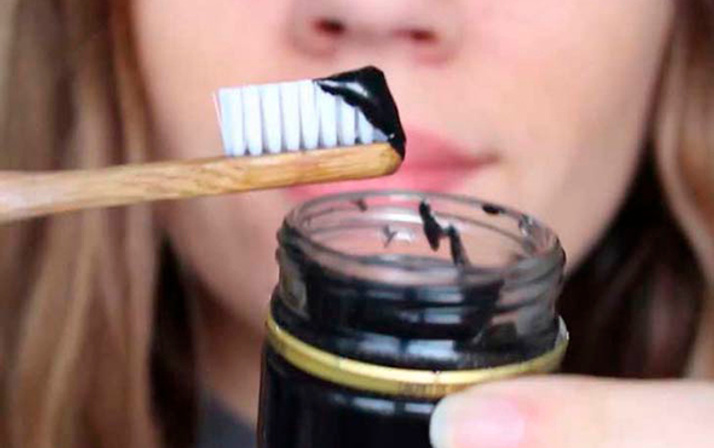 Dişlerdeki kahve ve sigara lekelerini yok eden tarif