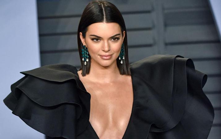 Kendall Jenner'ın çıplak fotoğrafları internete sızdırıldı!