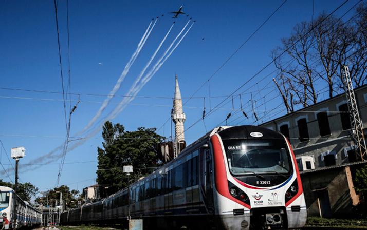 İstanbul semalarında müthiş görüntüler