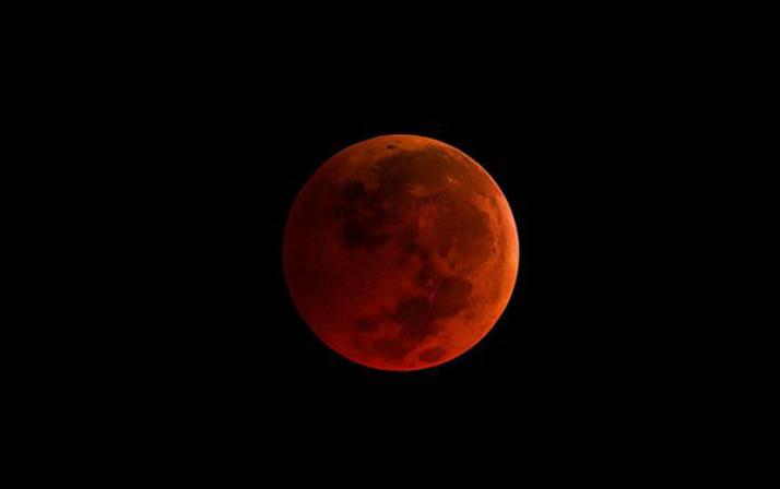 Ay en koyu kırmızıya bürünecek kanlı ay tutulmasına az kaldı