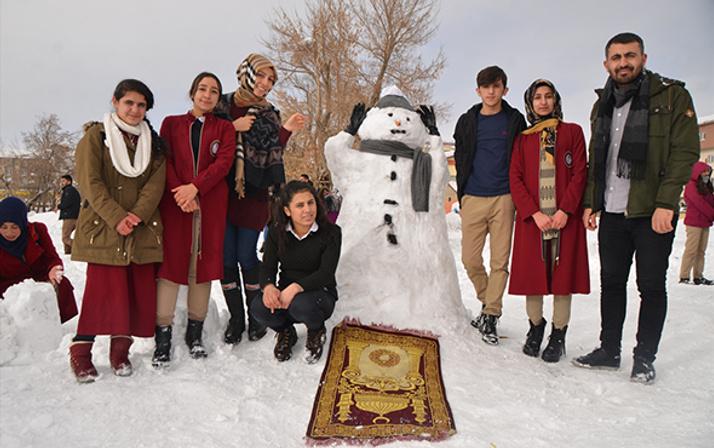 Hakkari'de kardan adamlar  yarıştı!