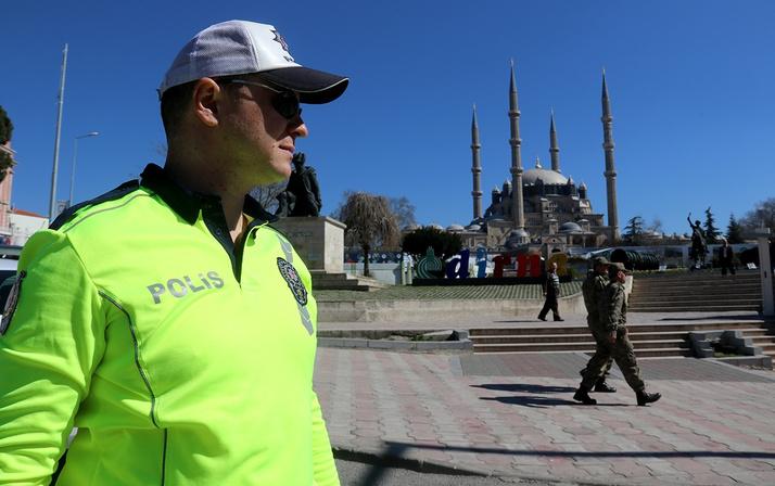 Trafik polisleri yeni kıyafetleriyle sahada