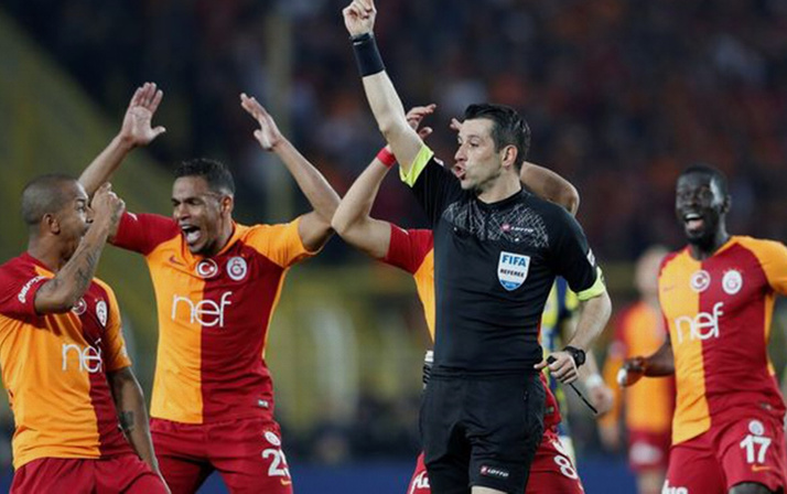 Fenerbahçe Galatasaray derbisinde Hasan Ali Kaldırım kırmızı kart gördü