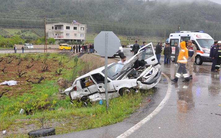 Korkunç kaza İslahiye'de otomobiller çarpıştı: 4 ölü, 12 yaralı