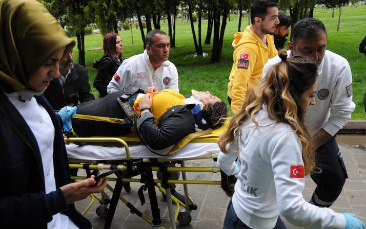 HDP'lilerin izinsiz eylemine polis müdahalesi; milletvekili yaralandı