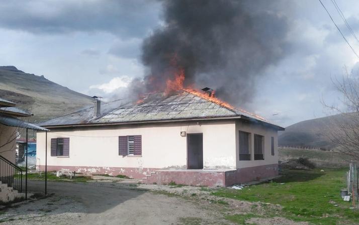 Kahramanmaraş'ta eşiyle telefonda tartışan kişi evi yaktı!