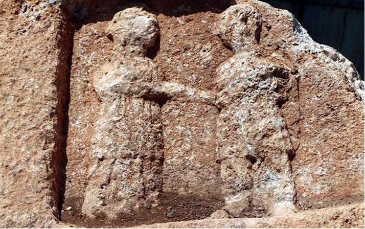 Adıyaman'da Roma dönemine ait 8 tonluk kayada 'ayrılık figürü'