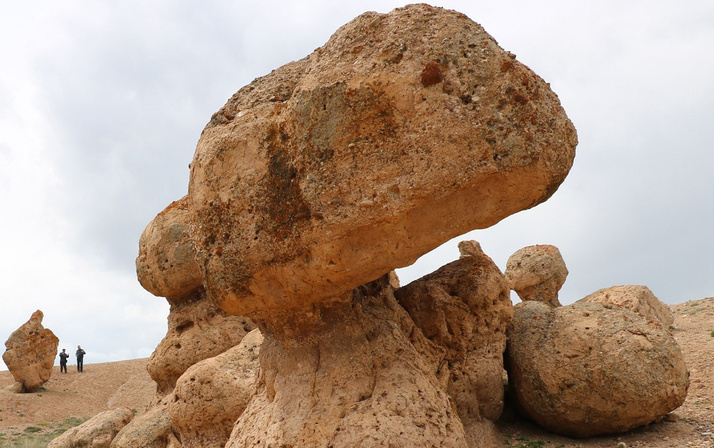 Tuhaf doğa olayı! Köylüler taş kesilmiş insanlar olduğunu söylüyor