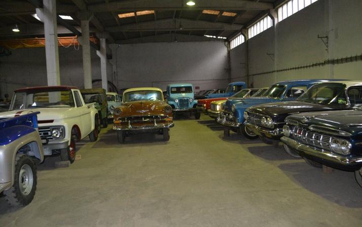 Bursa'da koleksiyoncu iş adamı 45 klasik aracından 6'sını satışa çıkardı
