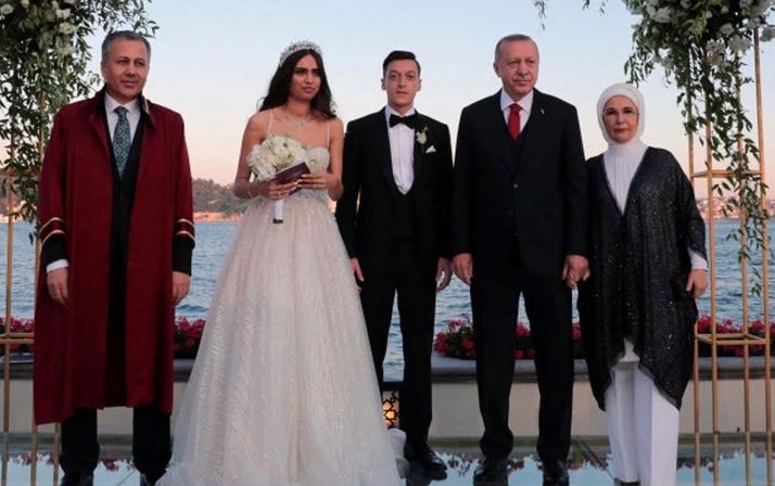 Amine Gülşe harekete geçti! Mesut Özil ile evlenir evlenmez yaptı