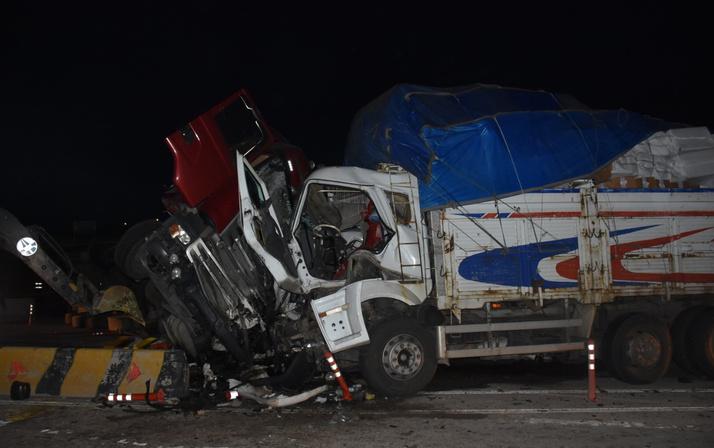 Kırıkkale'de korkunç zincirleme kaza: 2 ölü 17 yaralı