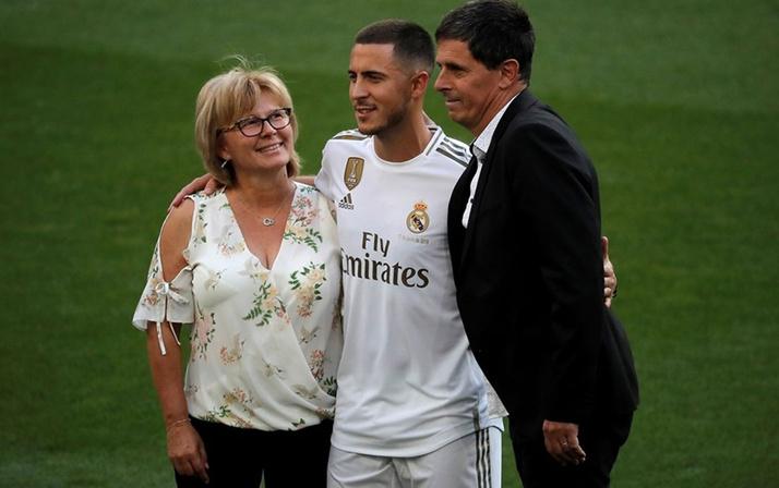 Real Madrid Eden Hazard'ı tanıttı yer yerinden oynadı