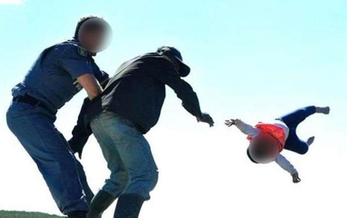 Cani baba bebeğini aşağı atmıştı! İşte pes dedirten ceza