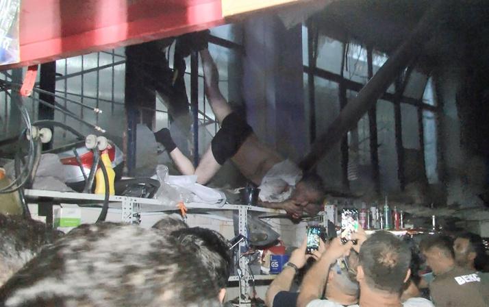 Bursa'da hırsızın iş kazası demir parmaklıkta asılı kaldı