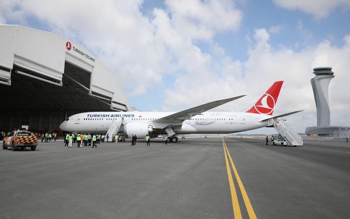 THY'nin ilk rüya uçağı Boeing 787-9 Dreamliner İstanbul'a iniş yaptı