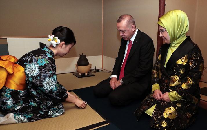Cumhurbaşkanı Erdoğan'ın çay seremonisinde tebessüm ettiren anları
