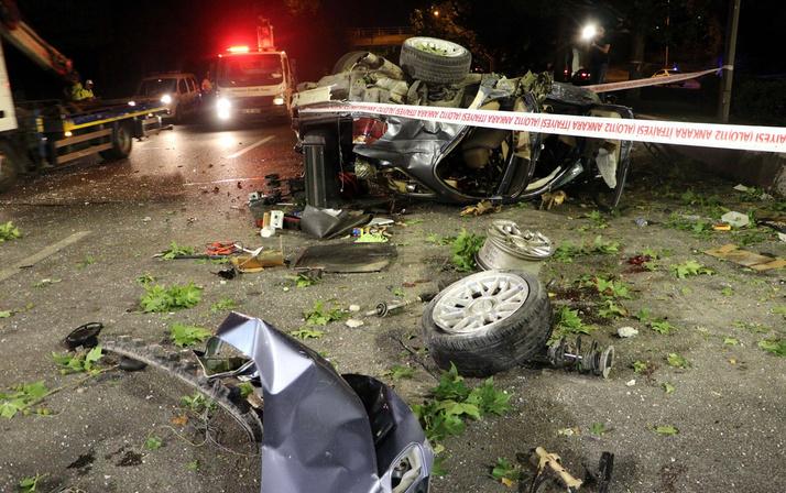 Başkentte korkunç kaza otomobil köprüden düştü parçaları ağaçta asılı kaldı