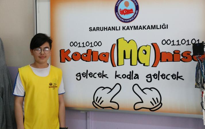 Manisa'da 13 yaşındaki öğrenci arkadaşının babası için protez el yaptı gönülleri fethetti