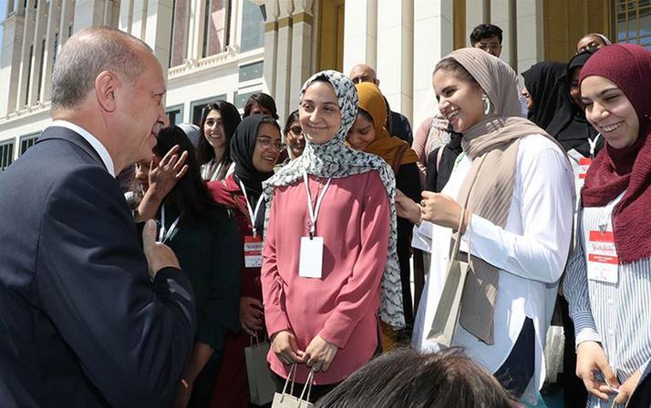 Cumhurbaşkanı Erdoğan'dan Amerikalı öğrencilerle renki görüntüler