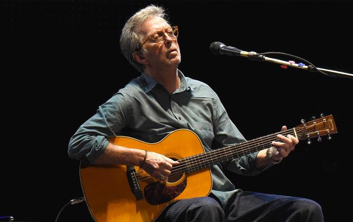Ünlü şarkıcı Eric Clapton köpeği ölünce tatilini yarıda kesti