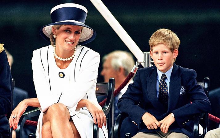Prenses Diana'nın sweatshirt'ü rekor paraya satıldı