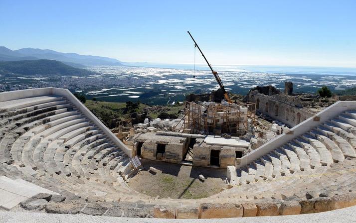 Tarihi antik kente fırtına vurunca restorasyon hatası gün yüzüne çıktı