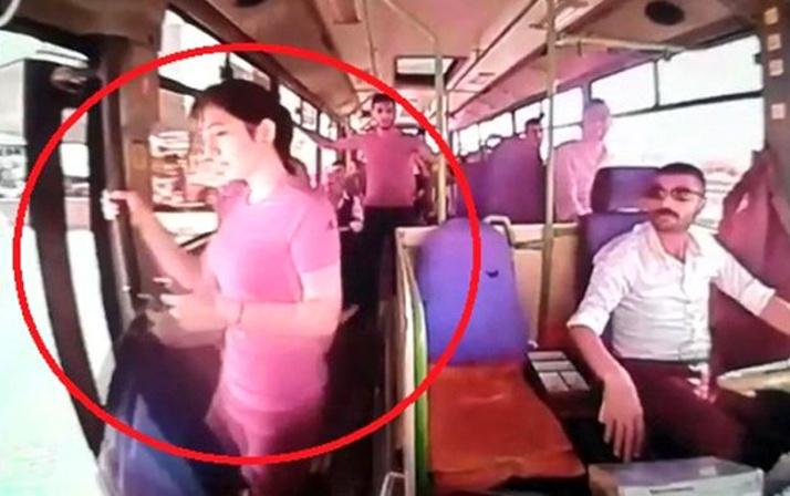 Kocaeli'nde otobüsten düşen kızın görüntülerindeki kafa karıştıran detay!