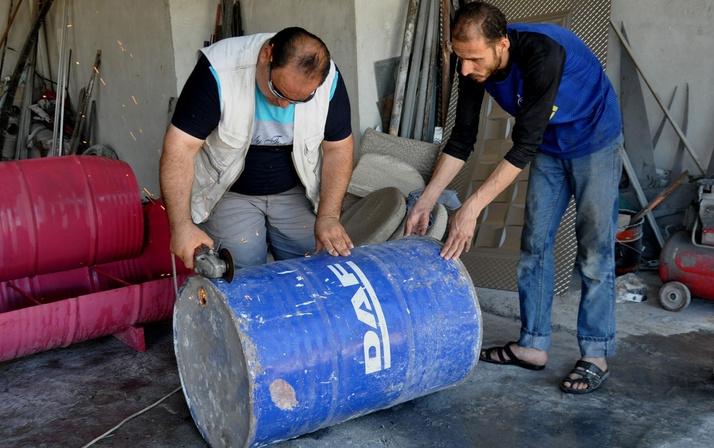 Suriyeli adam tanesini 800 TL'den satıyor! Hatay'da boş varillerle bakın neler yapıyor
