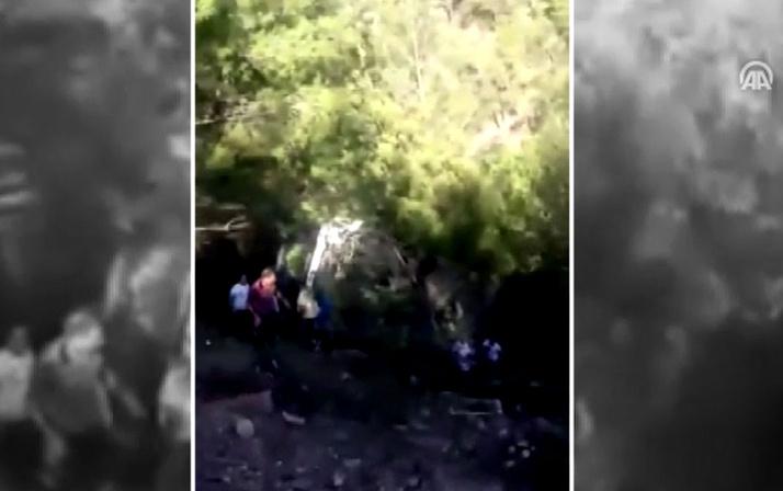 Turistleri taşıyan otobüs devrildi: 25 yaralı