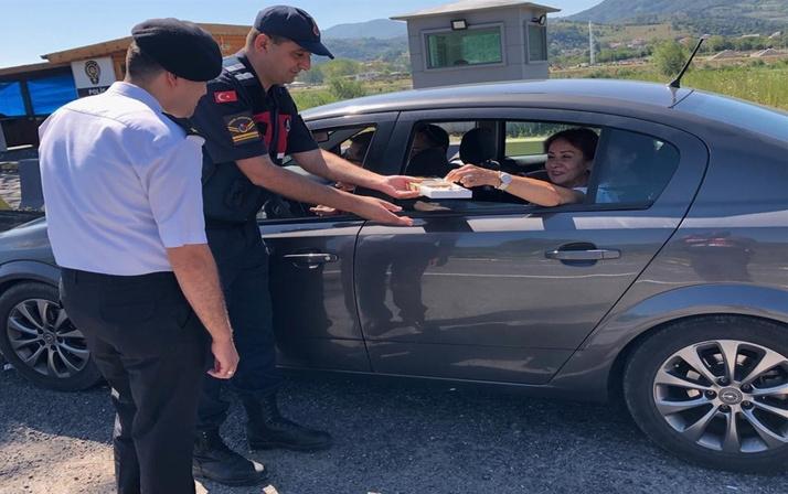 Jandarma bu kez ceza kesmedi! Bakın bu sefer ne yaptı
