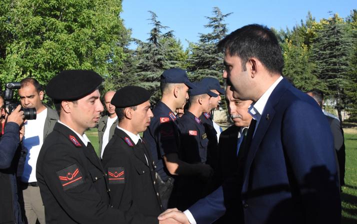 Bakan Murat Kurum askerlerle bayram kahvaltısı yaptı