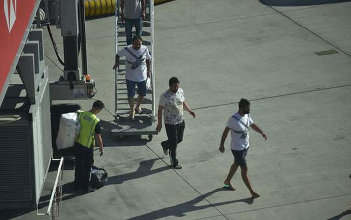 Nijerya'da kaçırılan Türk denizciler Türkiye'de havaalanında duygusal anlar