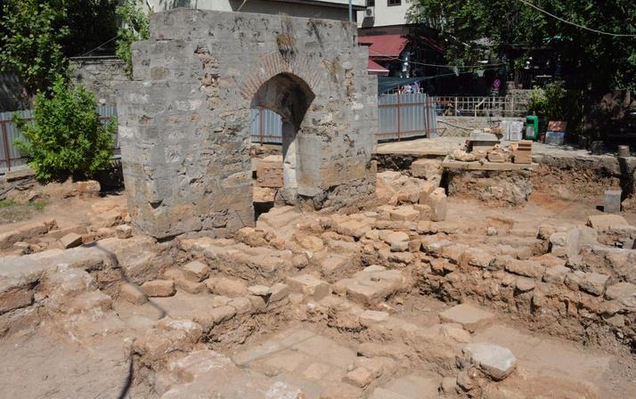 Tarihi minarenin yanında ortaya çıktı Antalya'daki 30 adet mezarın gizemi ne?