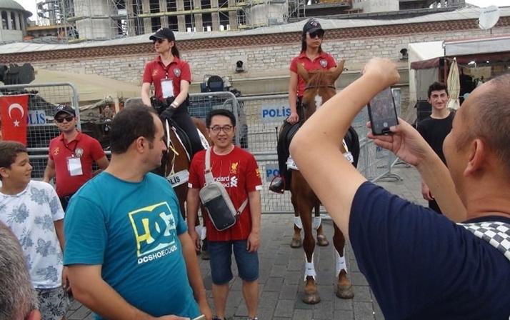 İngilizler atlı polislerimize hayran kaldı!