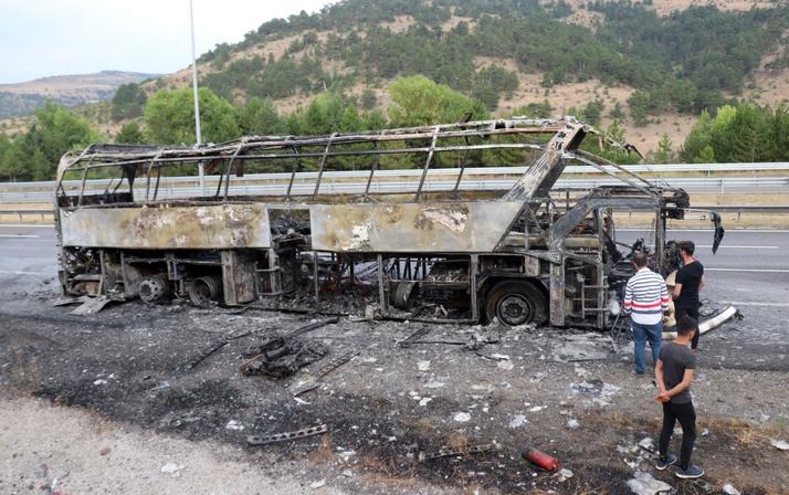 Ne oluyor bu otobüslere? TEM bir tanesi daha alev alev yandı