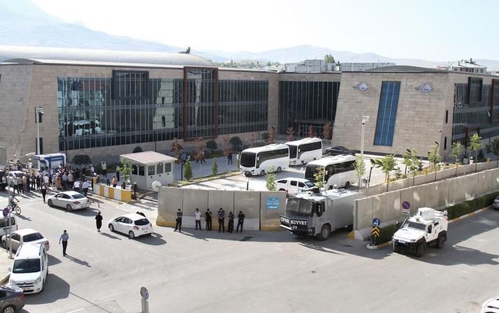 Mardin Diyarbakır ve Van büyükşehir belediye başkanları görevden alındı