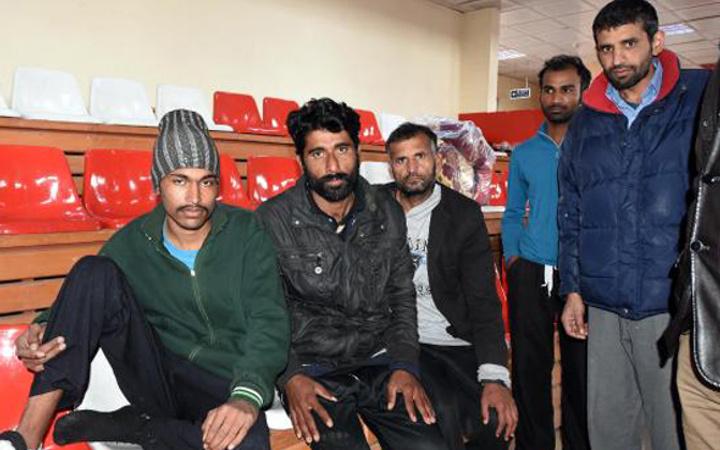 Kaçak Afganlar kaçak otogarda fark edildi