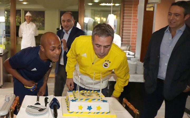Fenerbahçe'de Ersun Yanal'a doğum günü kutlaması