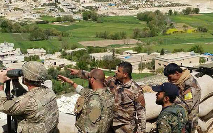 Bomba görüntüler! ABD askeri teröristlerle omuz omuza TSK'yı dikizliyor!