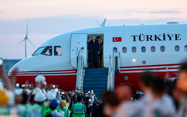 Üçüncü havalimanında ilk inişi  Erdoğan yaptı