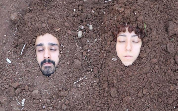 Diri diri toprağa gömüldüler! Gözyaşlarını tutamadılar...
