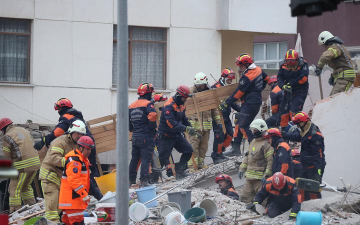 Kartal'da çöken 8 katlı binada son durum! Çalışmalar aralıksız devam ediyor